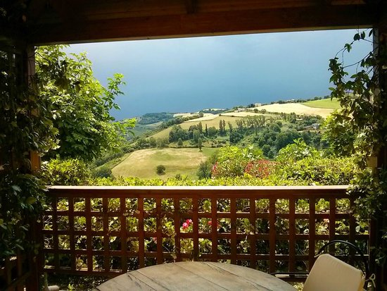 Agriturismo Parva Domus: pergola for breakfast with a view