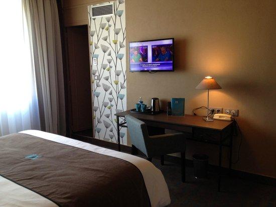 Chambres : bureau tv écran plat picture of moka hotel niort