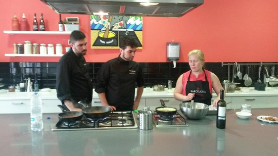 Barcelona Cooking Classes: Teaching in the kitchen