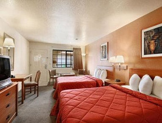 Days Inn & Suites Braunig Lake: Standard Two Double Room