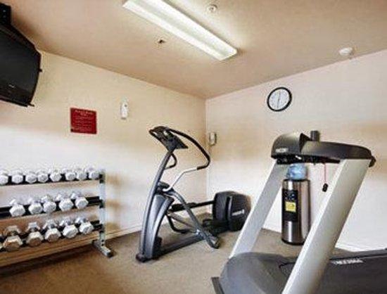 Days Inn & Suites Braunig Lake: Fitness Center