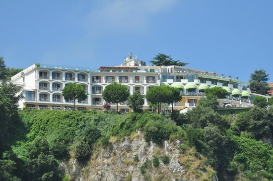 Grand Hotel President: Hotel as seen from Sorrento