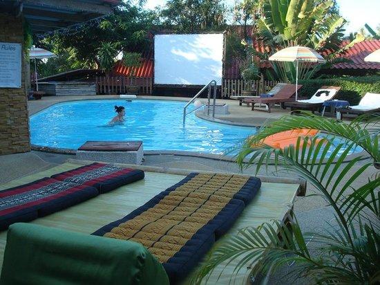 Tropical Garden Lounge Hotel: Swimming pool
