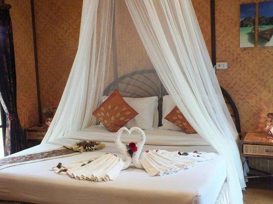 Tropical Garden Lounge Hotel: Bungalow Interior