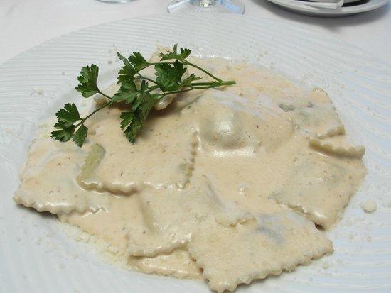La Casa del Parmigiano: Pâtes fraîches (oui vraiment) farcies sauce au Gorgonzola.