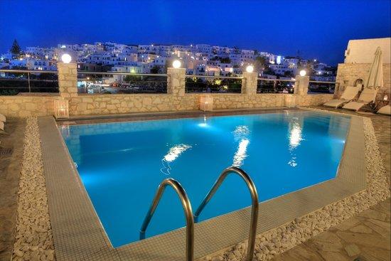Paliomylos Spa Hotel: Pool view to Naousa town