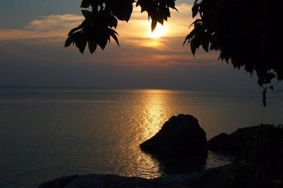 Keranji Beach: Sunsetview from hut #3