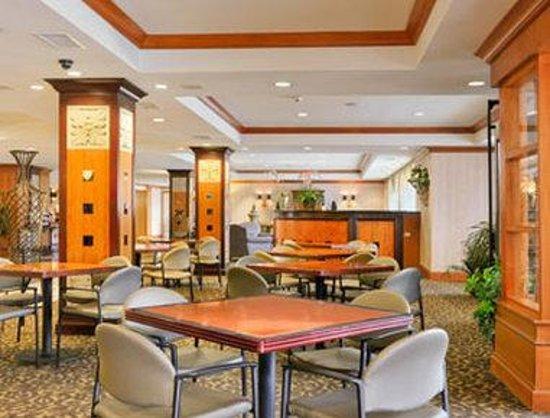 Gateway Hotel Dallas: Breakfast Area