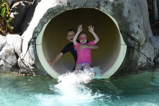 Radisson Blu Resort Fiji Denarau Island: Kids enjoying the waterslide