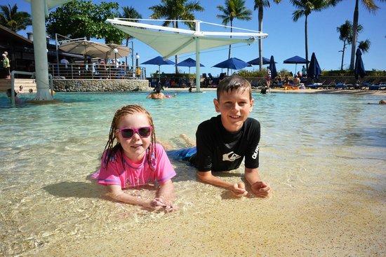 Radisson Blu Resort Fiji Denarau Island: Fun in the pool