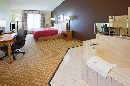 Country Inn & Suites By Carlson, Watertown: CountryInn&Suites Watertown WhirlpoolSuite