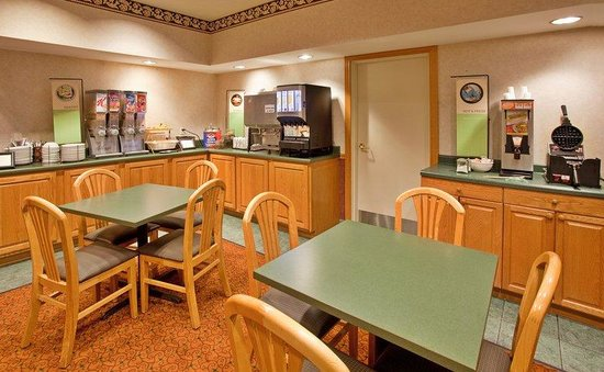Country Inn & Suites by Radisson, Bloomington-Normal West, IL: CountryInn&Suites Bloomington  BreakfastRoom