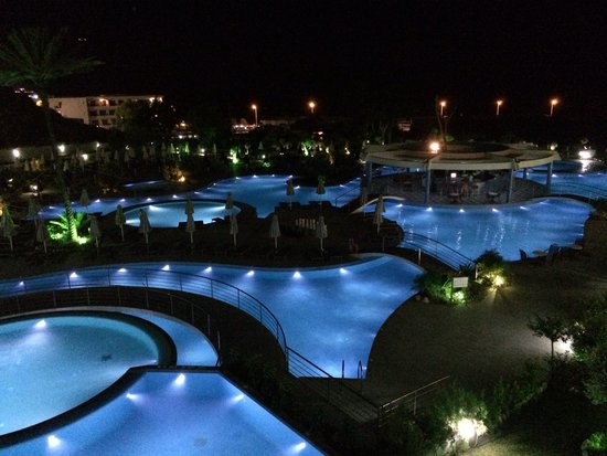Atrium Platinum Hotel : Pool at night