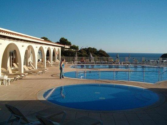 Hotel Playa Azul: Piscina y solarium