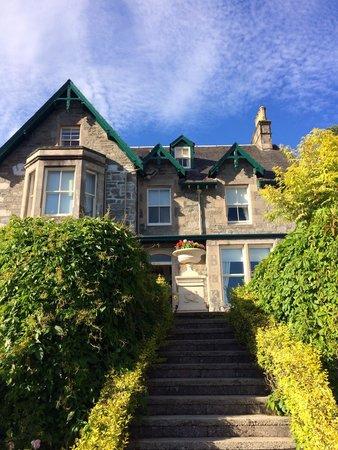Craigroyston House and Lodge: Il B&B visto di fronte