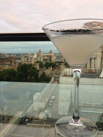 Skylounge : London Calling martini and the skyline