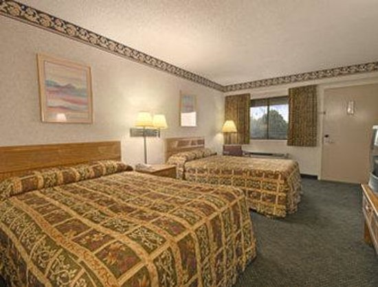 Days Inn Columbus Fairgrounds: Two Double Bed Guest Room
