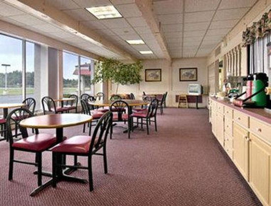Days Inn Easton: Breakfast Area