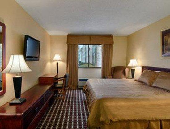 Days Inn Hillsborough: Standard King Bed Room
