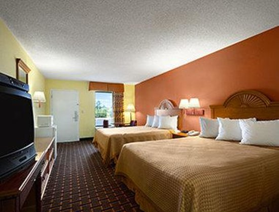 Days Inn Richburg: Standard Two Double Bed Room