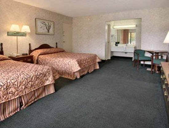 Days Inn Easton: Standard Two Double Bed Room