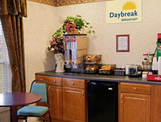 Days Inn Canton: Breakfast Area