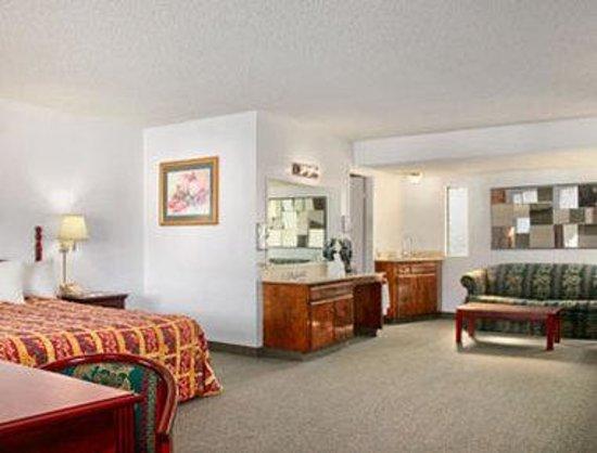 Days Inn Camarillo - Ventura: Suite