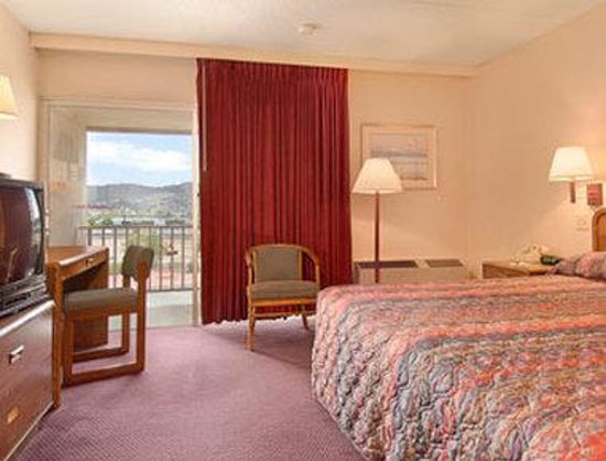 Days Inn Colorado Springs/Garden of the Gods: Standard King Bed Room