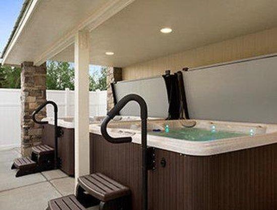 Days Inn & Suites Gunnison: Hot Tub