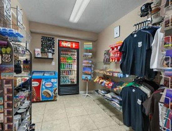 Days Inn Williams: Gift Shop