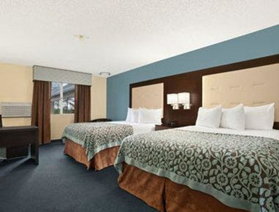 Days Inn Williams: Standard 2 Queen Bed Room