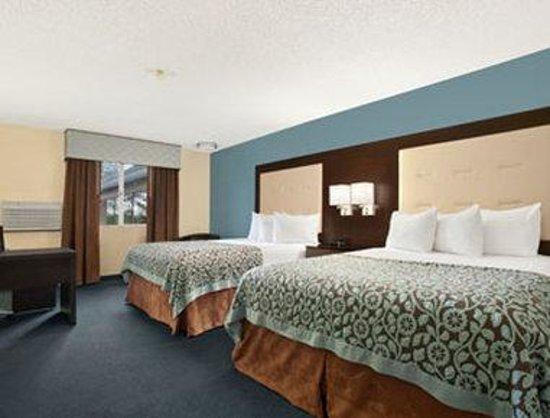 Days Inn Williams: Standard 2 Queen Bed Room