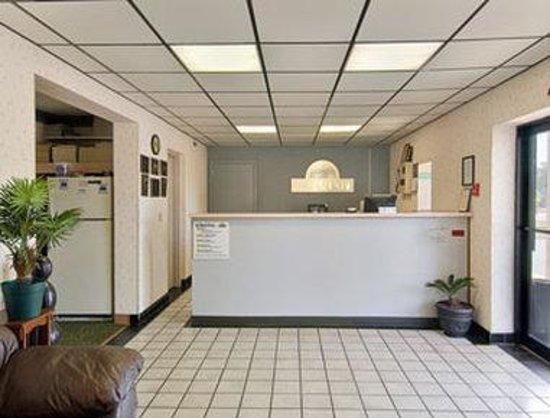 Days Inn Cheraw: Lobby