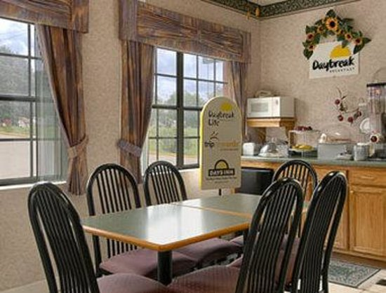 Days Inn by Wyndham Yazoo City : Breakfast Area