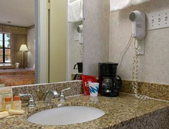 Days Inn by Wyndham Yazoo City : Bathroom