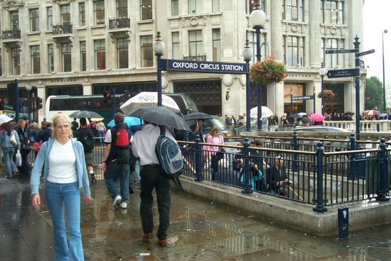 Oxford Street: Shower by the tube
