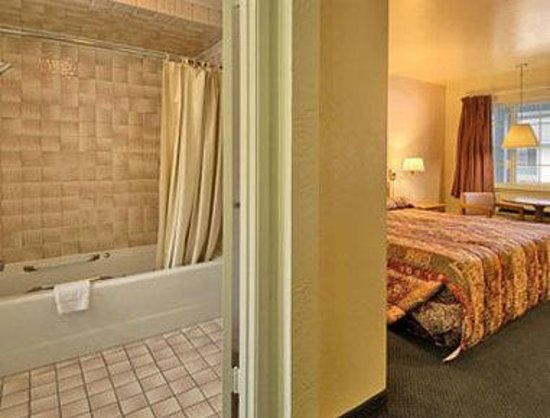 Days Inn South Lake Tahoe: Jacuzzi Suite
