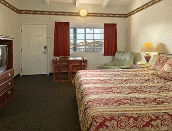 Days Inn Costa Mesa/Newport Beach : Standard King Bed Room