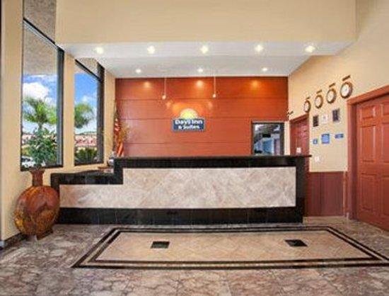 Days Inn & Suites Anaheim at Disneyland Park : Front Desk
