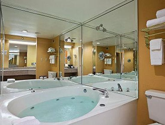 Days Inn Airport Nashville East: Jacuzzi Suite