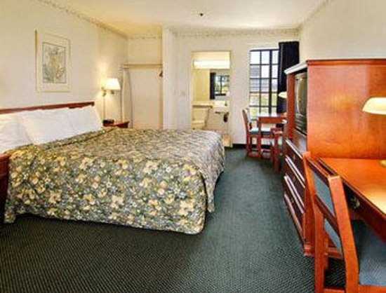 Days Inn Orange Anaheim : Standard One King Bed Room