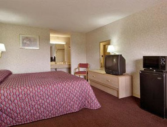 Days Inn Byron: Standard King Bed Room