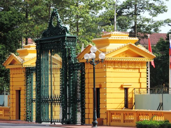 Ho Chi Minh Presidential Palace Historical Site : Entrance gate to the Presidential Palace