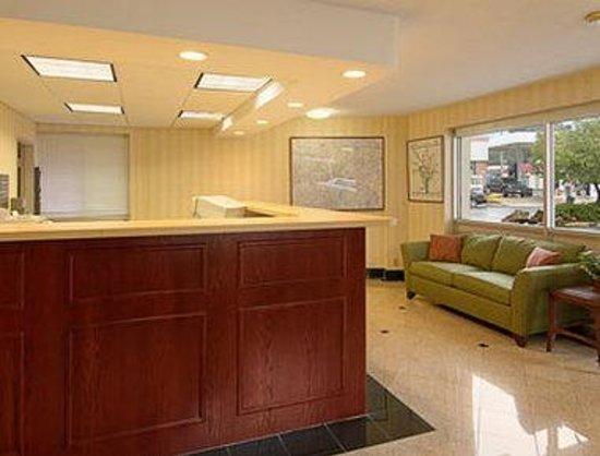 Days Inn Arlington Pentagon : Lobby