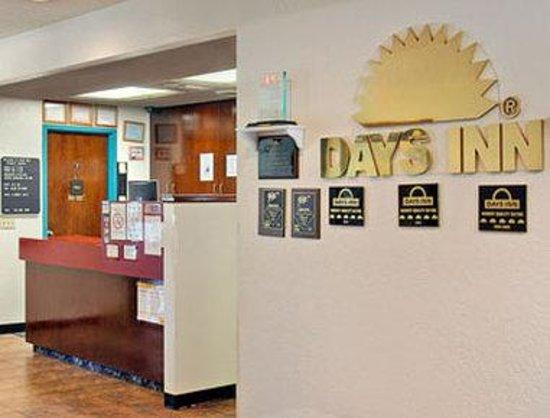 Days Inn Council BLUFFS/9TH Ave : Lobby