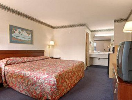 Days Inn Charlotte Northlake: Standard King Bed Room