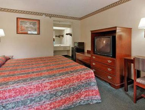 Days Inn Chapel Hill: Standard King Bed Room