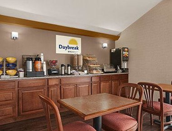 Days Inn Middletown: Breakfast Area