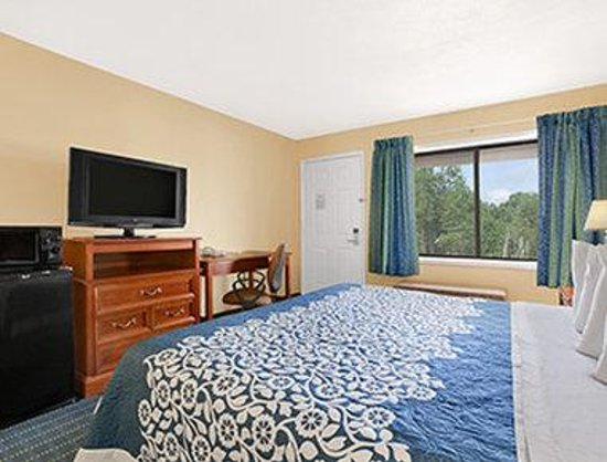 Days Inn Middletown: Standard King Bed Room