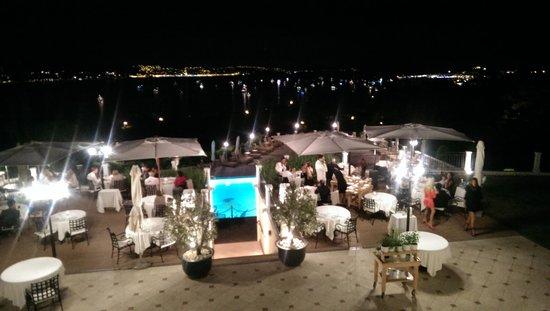 Villa Belrose Hotel : Вид с террасы ночью.